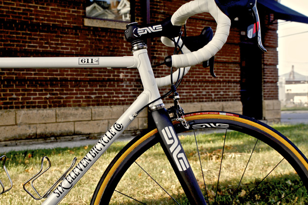 Six Eleven Pearl White Road Cycle Exif