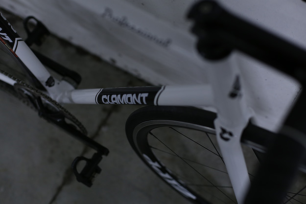 Clamont White Track
