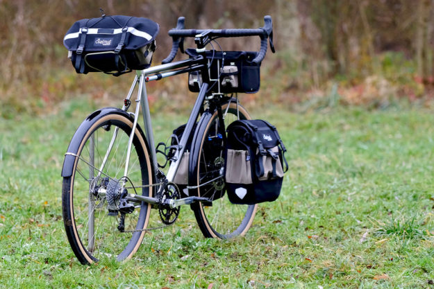 Fade To Black: Victoire Cycles For Voyage À Vélo